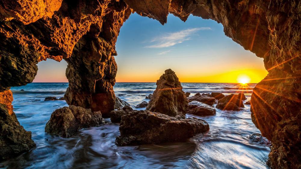 Epic sunset at El Matador State Beach, Malibu wallpaper