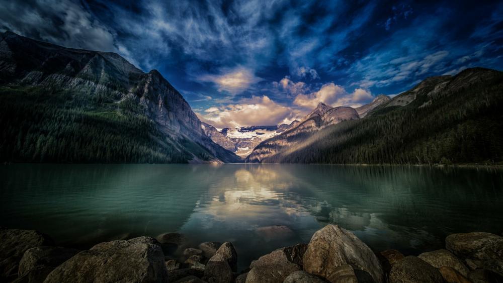 Lake Louise (Banff National Park) wallpaper