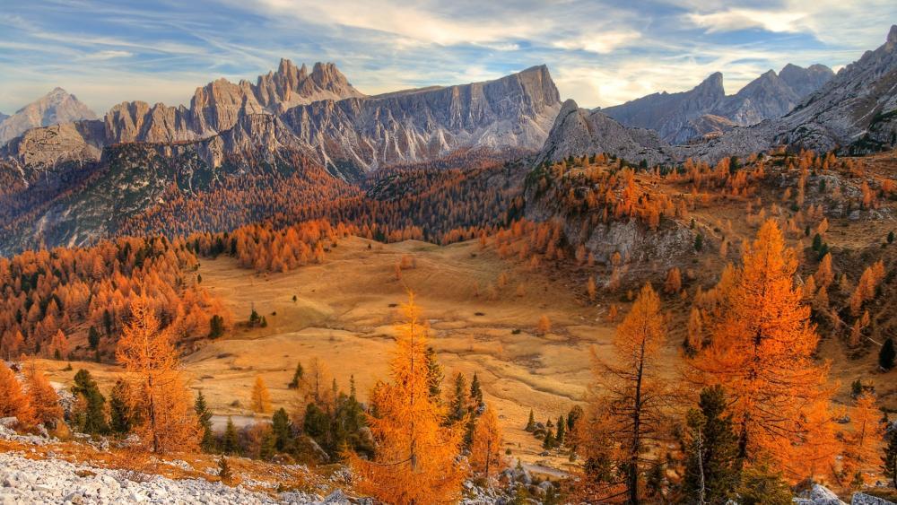 Cinque Torri autumn landscape (Dolomites) wallpaper
