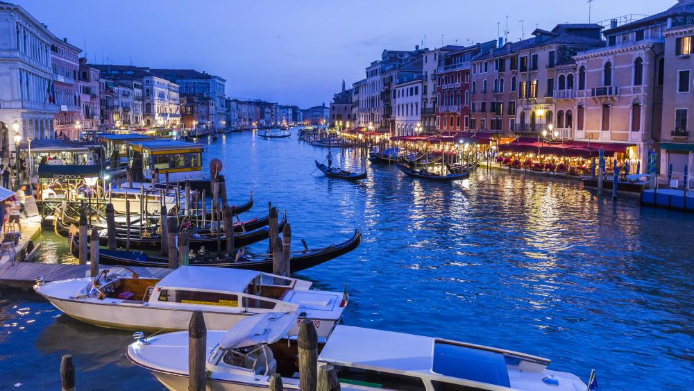 Grand Canal with gondolas wallpaper