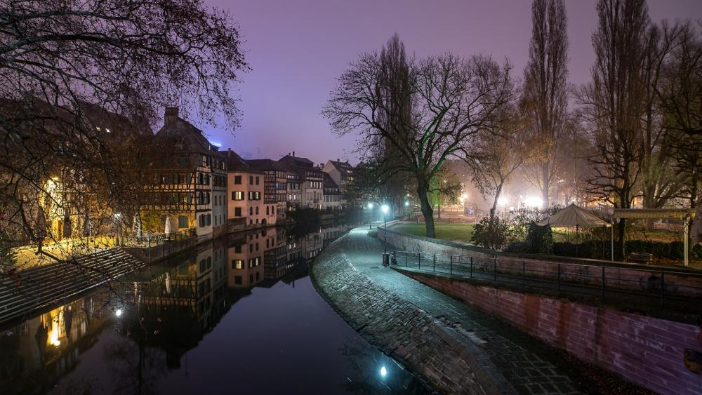 Canal in Strasbourg wallpaper