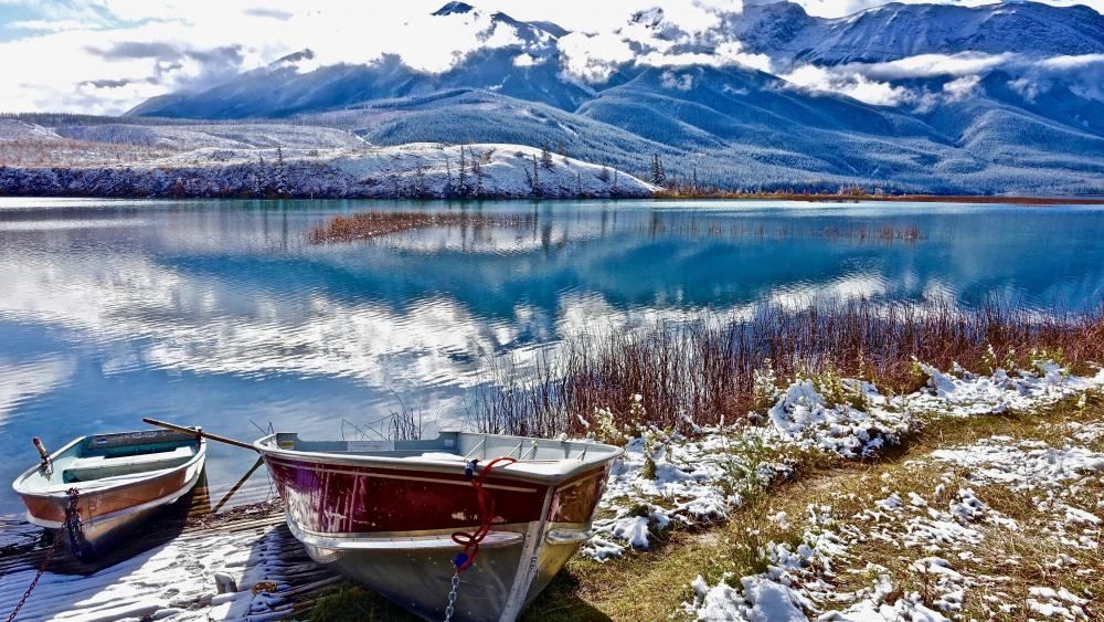 Boats on the shore of the winter lake wallpaper