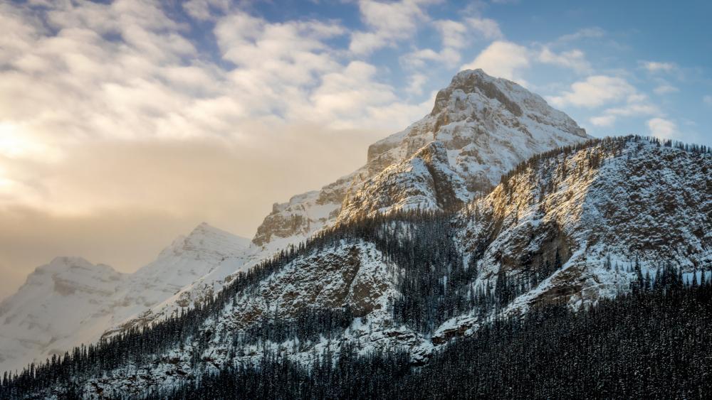 Mountains over Lake Louise wallpaper
