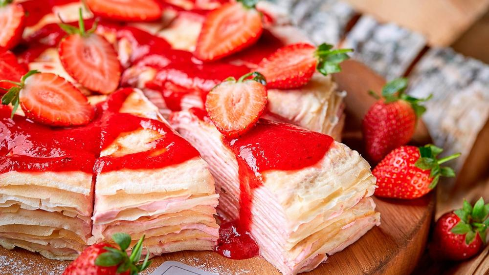 Pancake with strawberry wallpaper