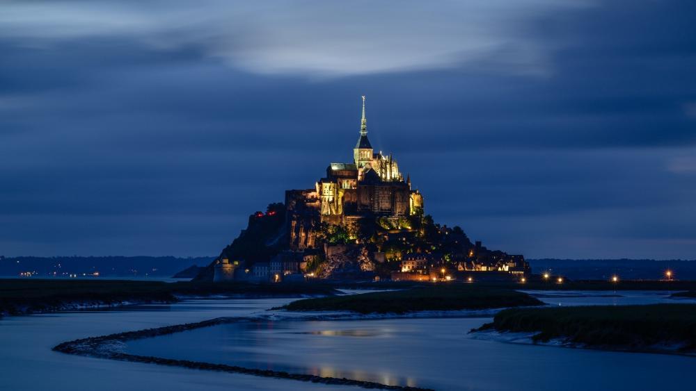 Mont Saint-Michel at dusk wallpaper