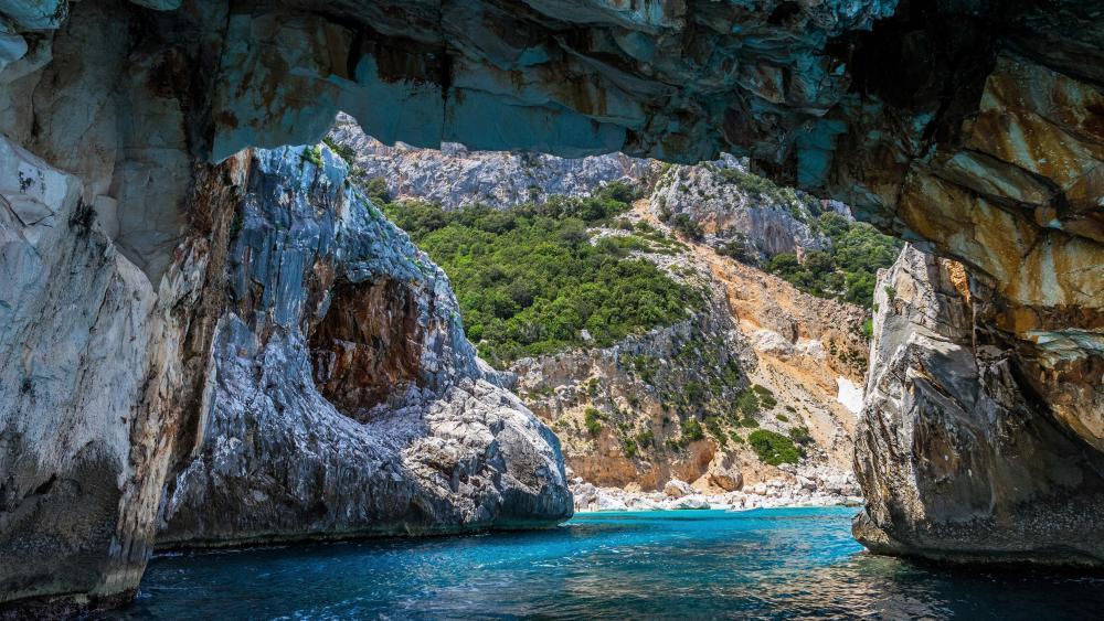 Cala Goloritzè beach (Sardinia) wallpaper