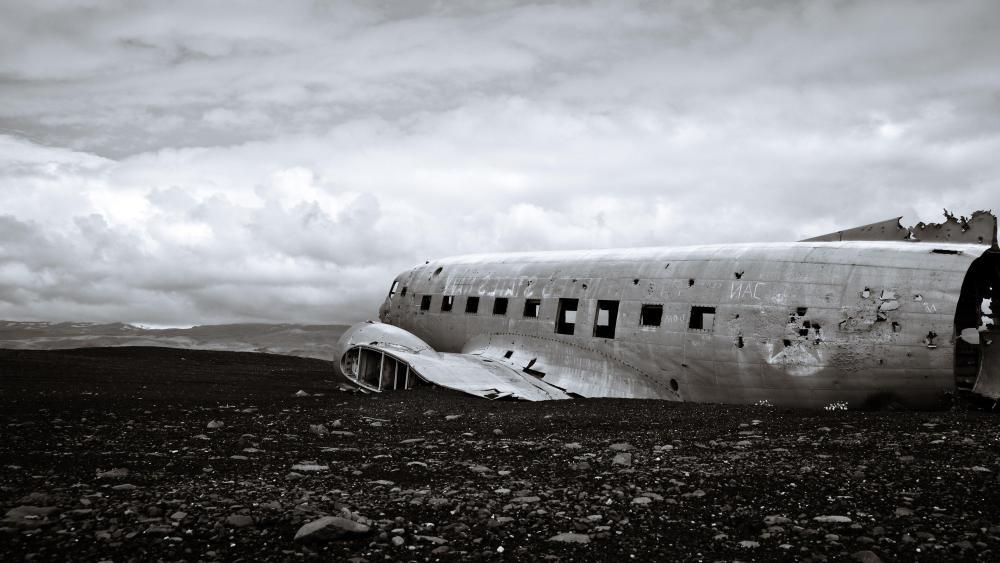 Solheimasandur Plane Wreck (Iceland) wallpaper