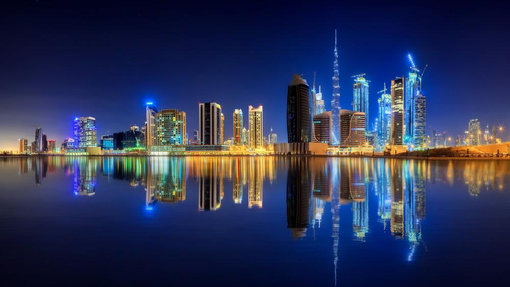 Dubai reflected in the Persian Gulf wallpaper