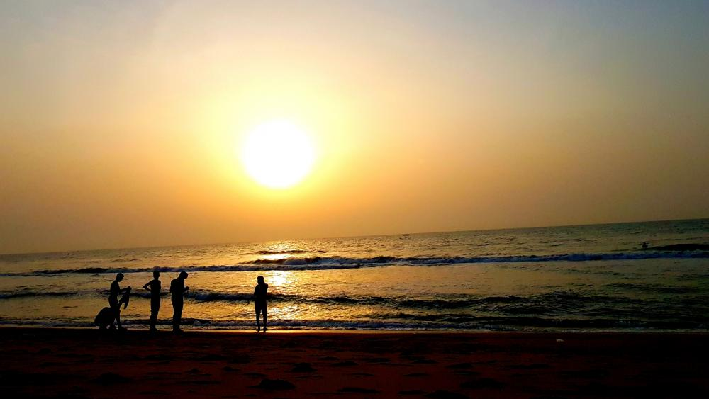 Sunrise at Palavakkam Beach wallpaper