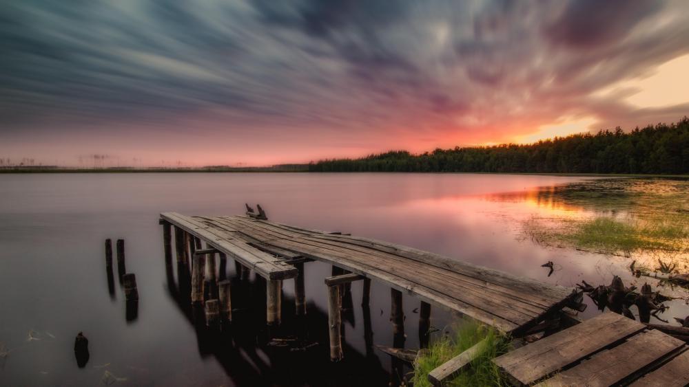 The pier on the lake Laskovo wallpaper