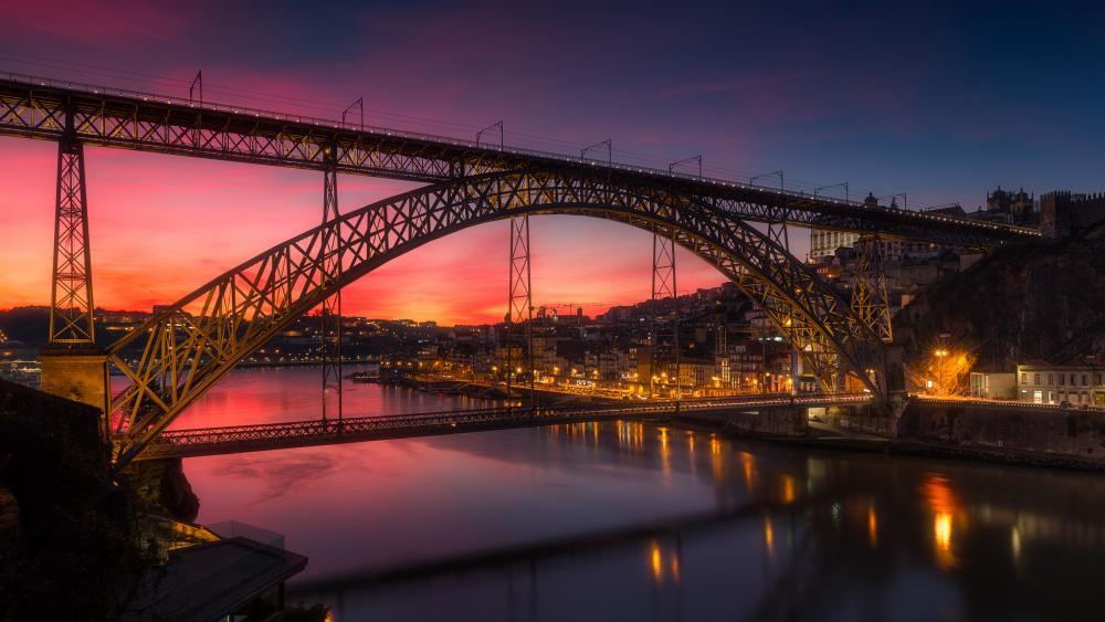 Dom Luís Bridge over River Douro at dusk wallpaper