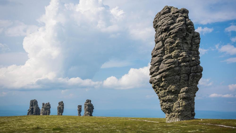 Manpupuner rock formations wallpaper