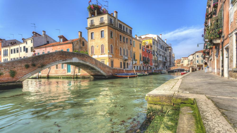 Romantic Venice street wallpaper