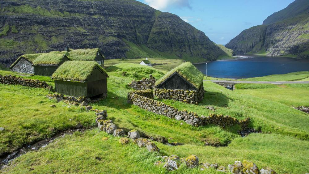 Turf Houses at Sørvágsvatn lake wallpaper