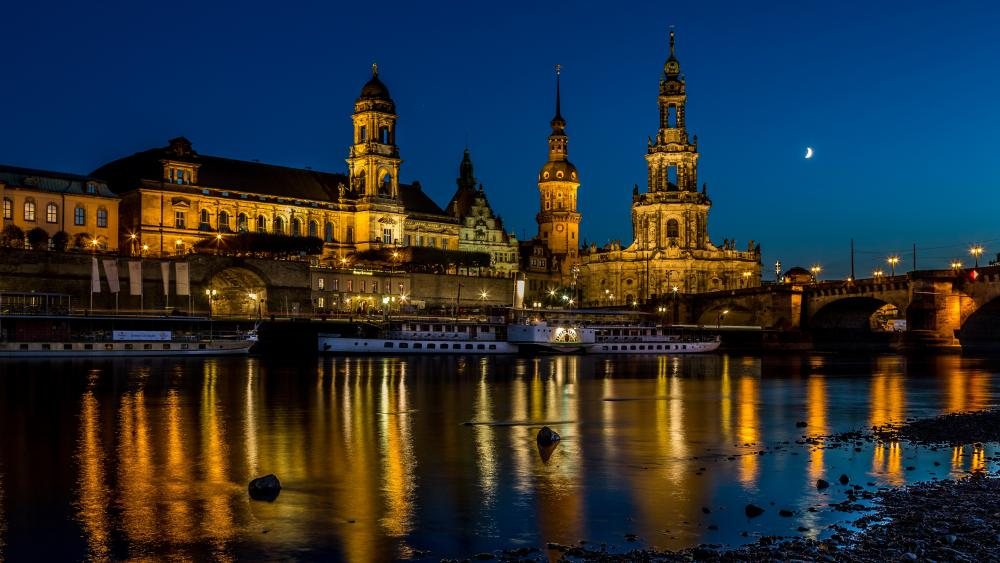 Dresden Cathedral at night wallpaper