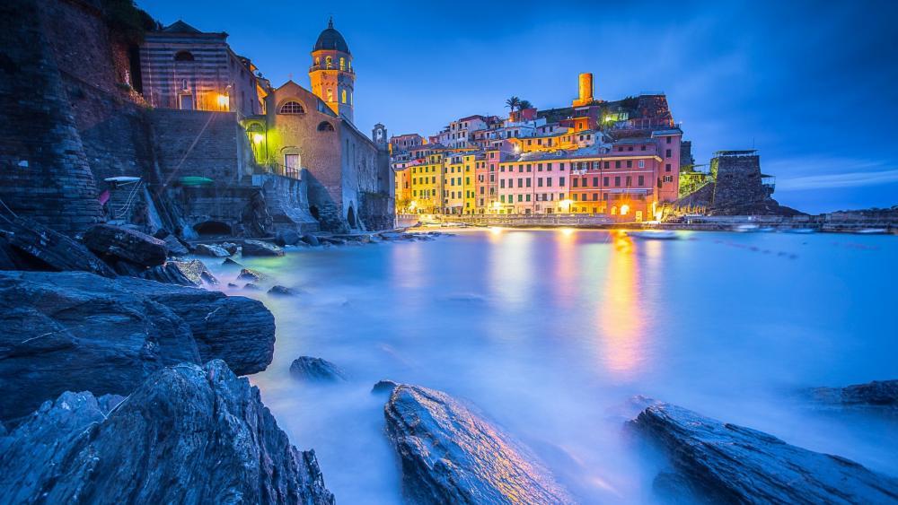 Vernazza at dusk (Cinque Terre, Italy) wallpaper
