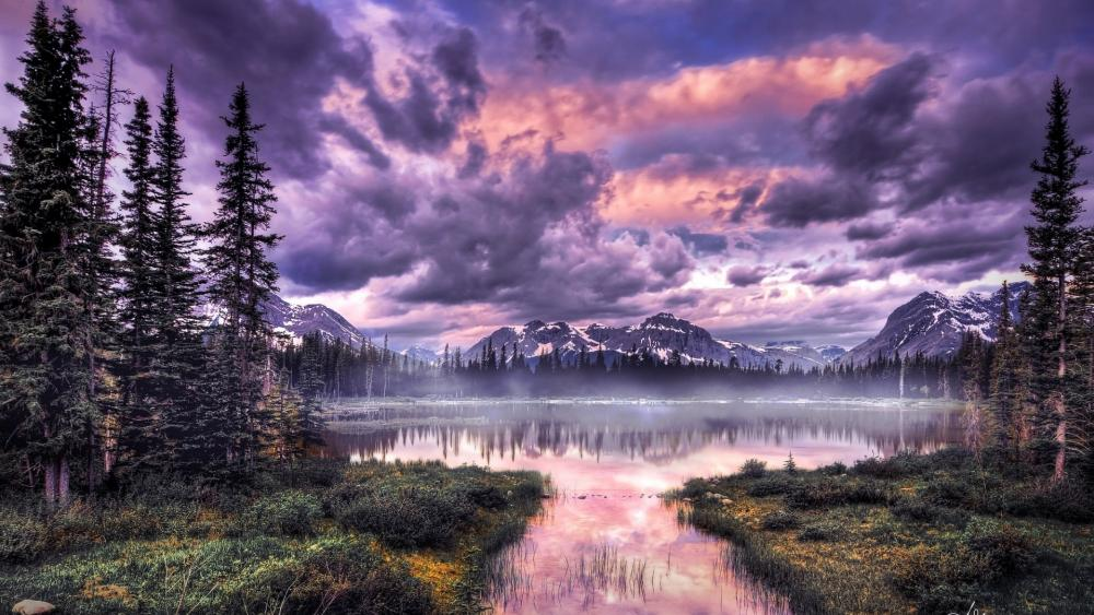 Purplish sky above the mountains wallpaper