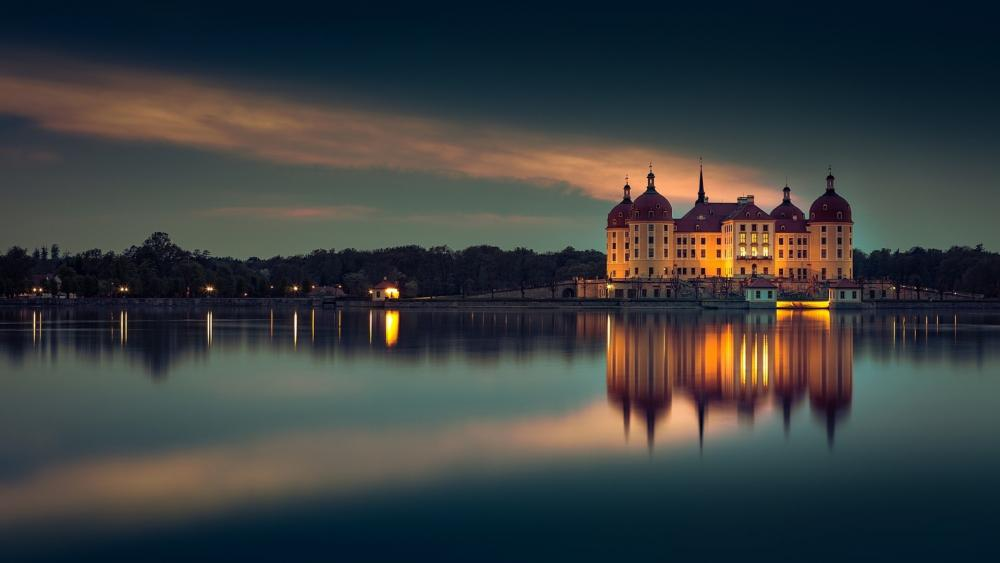 Moritzburg Castle reflected in the castle lake wallpaper