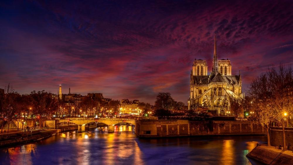 Notre-Dame de Paris at night wallpaper