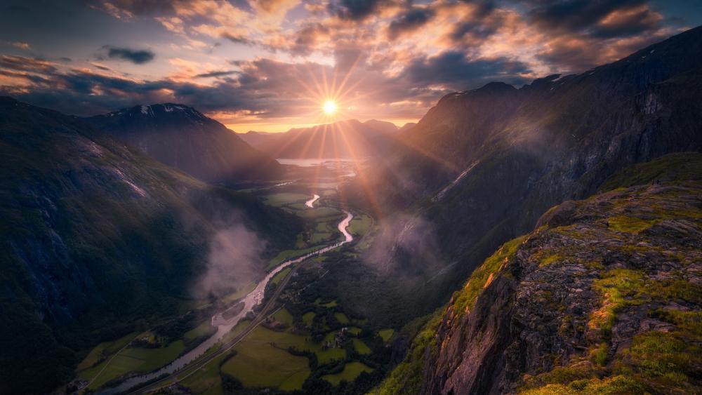 Romsdalen valley wallpaper