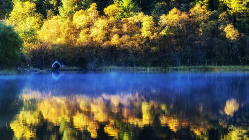 Loch Chon boathouse at fall wallpaper