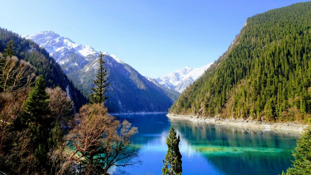 Long Lake in Jiuzhaigou (Jiuzhai Valley National Park) wallpaper