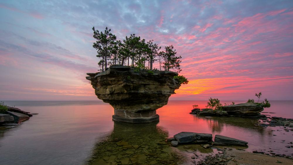 Turnip Rock in Lake Huron wallpaper