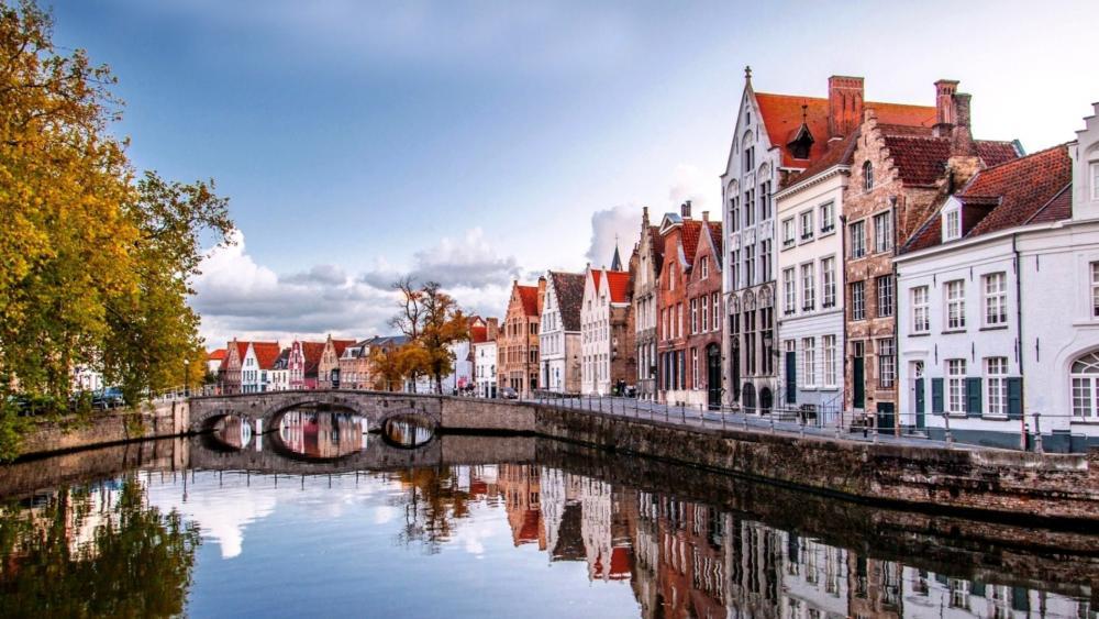 Small bridge in Bruges wallpaper