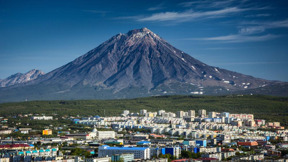 Petropavlovsk-Kamchatsky and Koryaksky volcano wallpaper