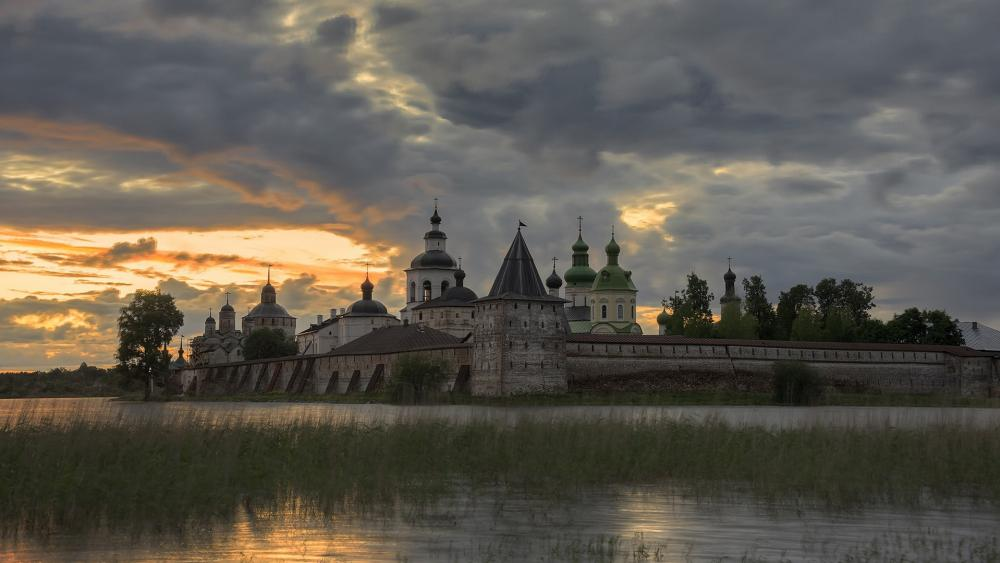 Kirillo-Belozersky Monastery (Monastery of St. Cyril on the White Lake) wallpaper