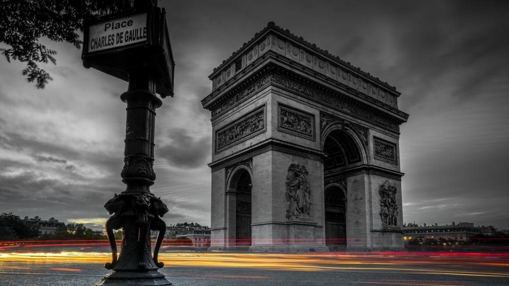 Arc de Triomphe - Long exposure monochrome photography wallpaper