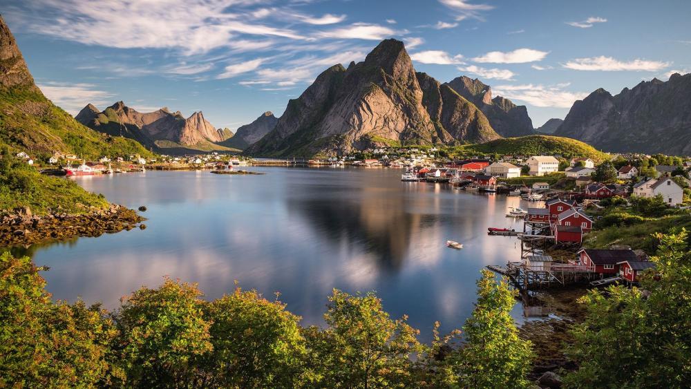 A sunny day in Reine (Lofoten, Norway) wallpaper