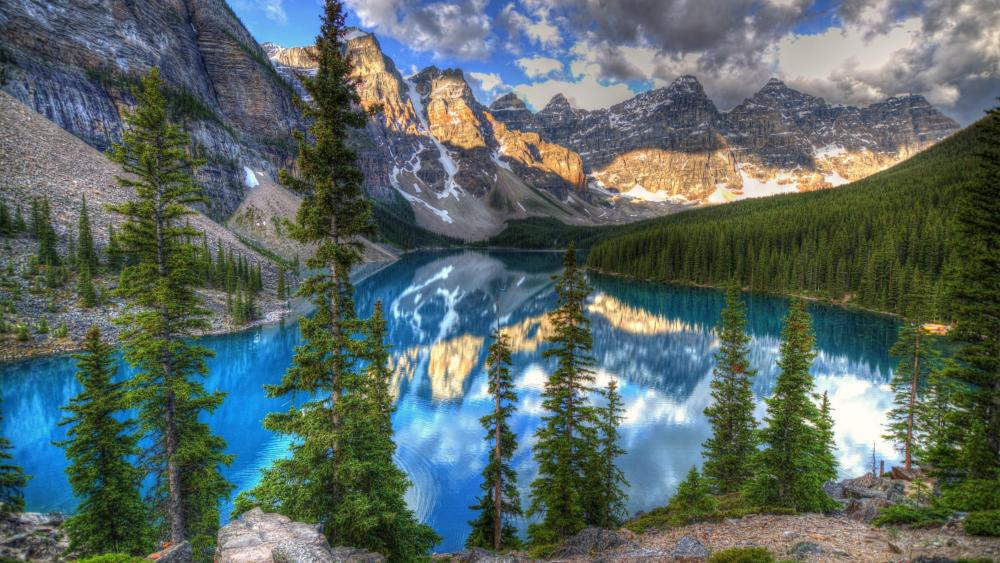 Moraine Lake (Canadian Rockies) wallpaper