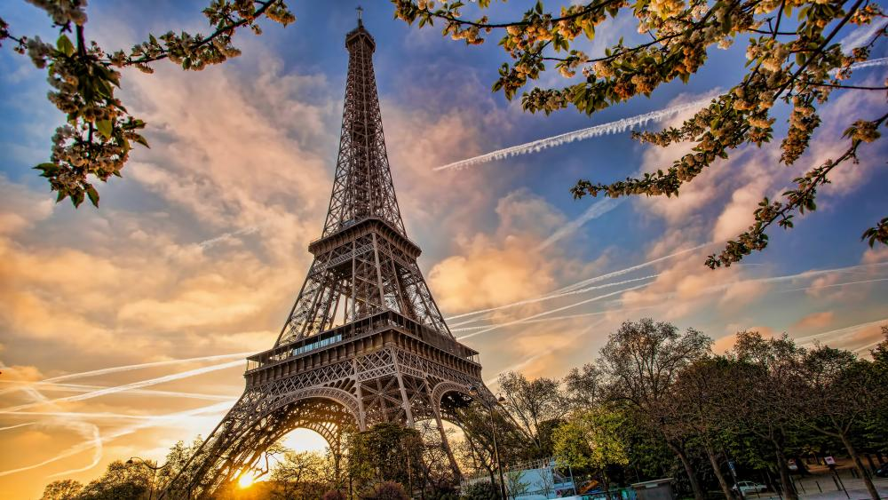 Contrails around the Eiffel Tower wallpaper