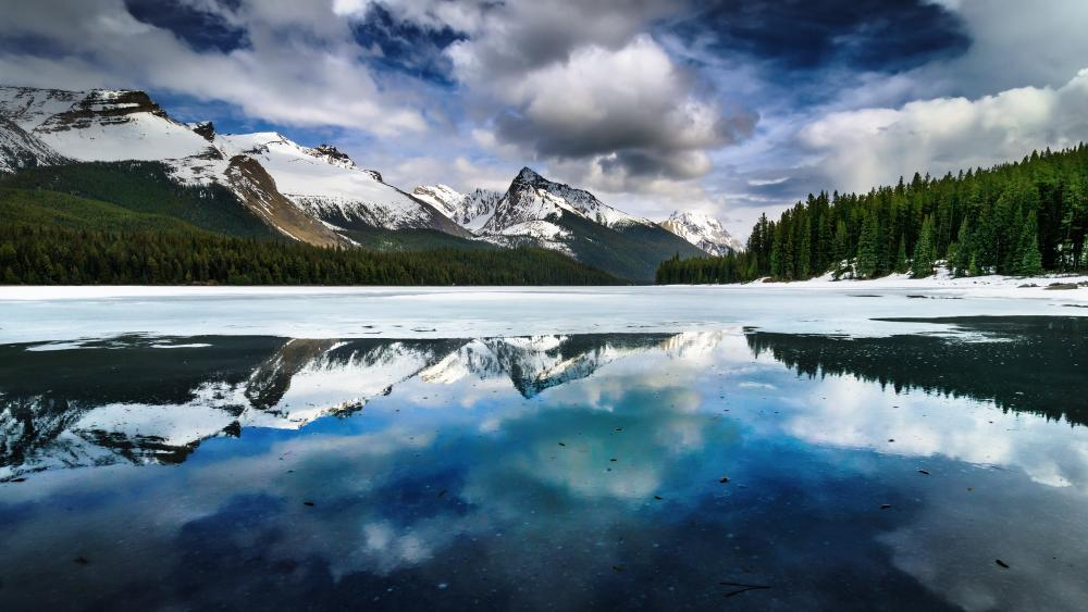 Maligne Lake, Jasper National Park wallpaper