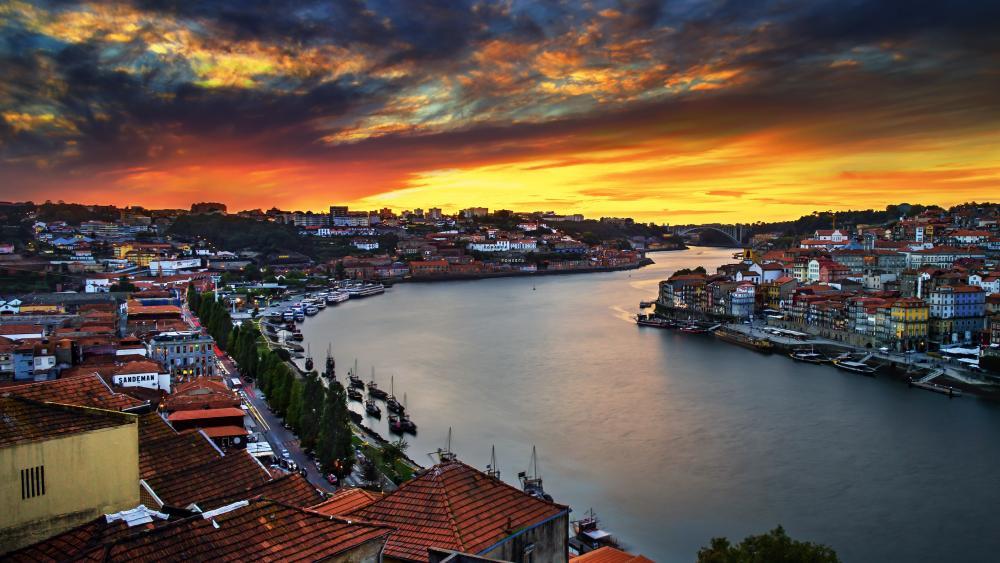 Douro River in Porto wallpaper