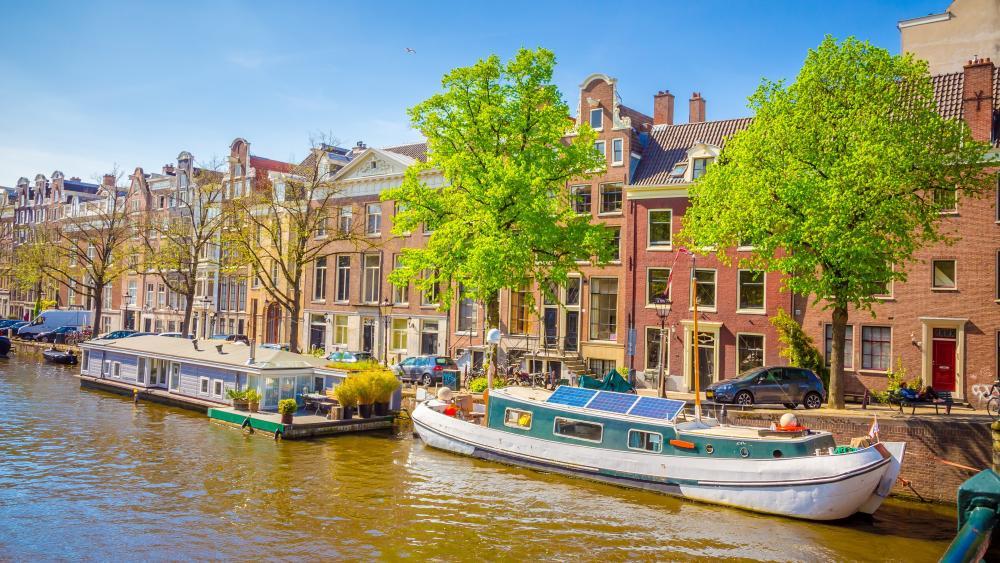 Houseboat in Amsterdam wallpaper