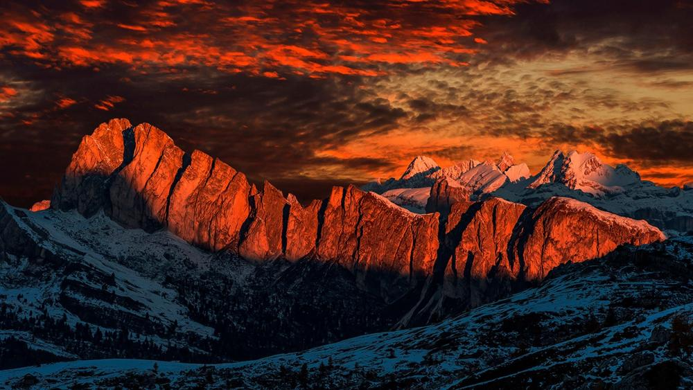 Mountain top in the sunlight wallpaper