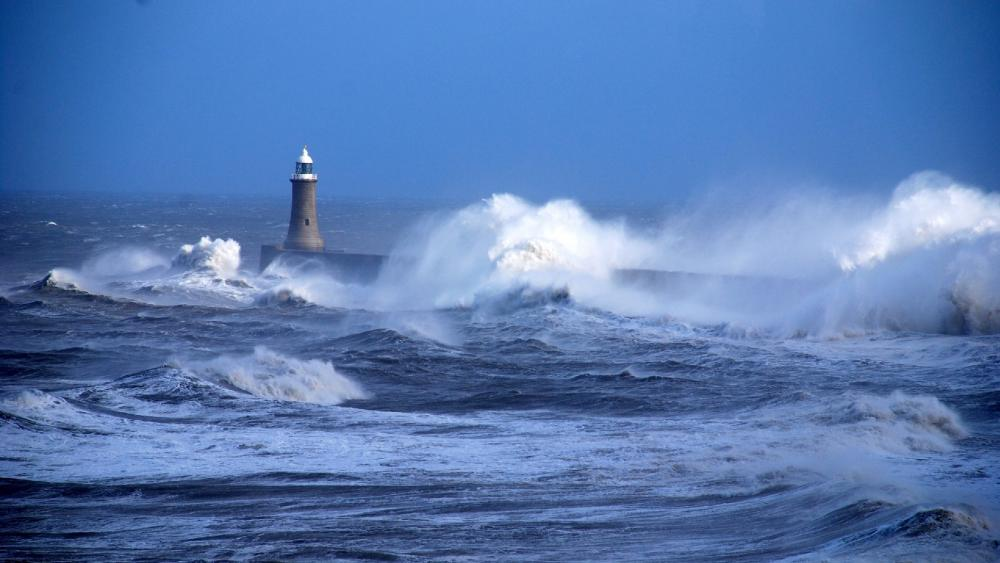Tynemouth North Pier Lighthouse wallpaper