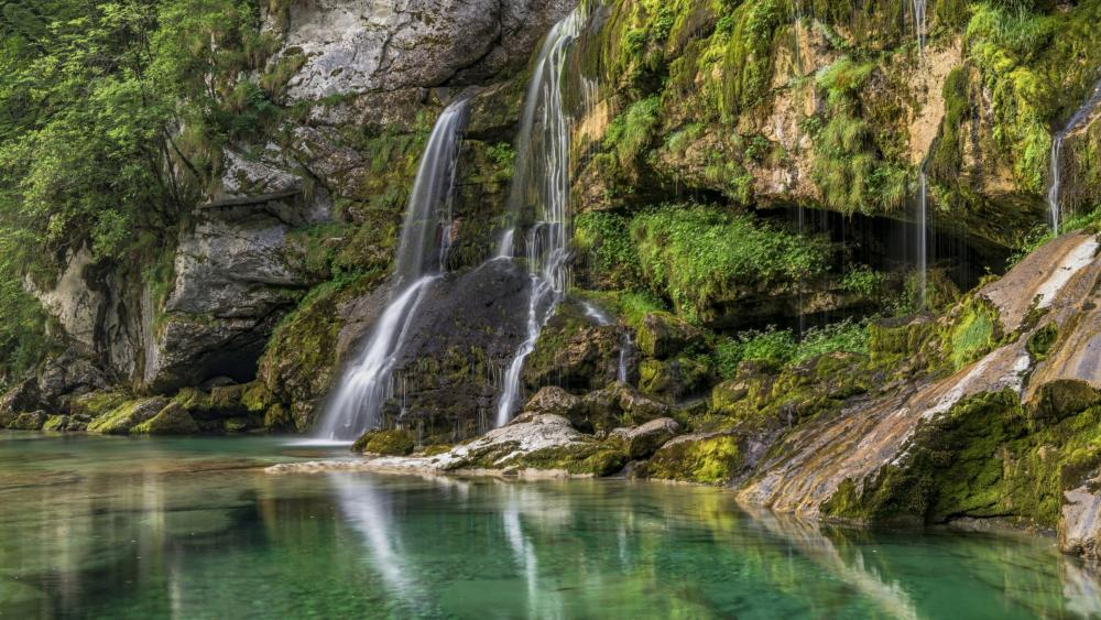 Waterfall in the ravine wallpaper