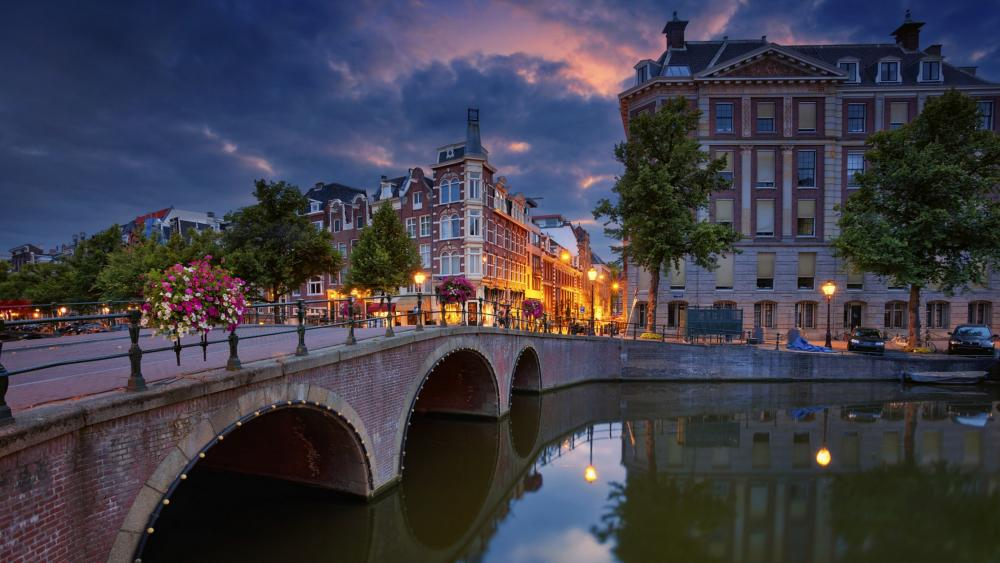 Amsterdam at dusk wallpaper