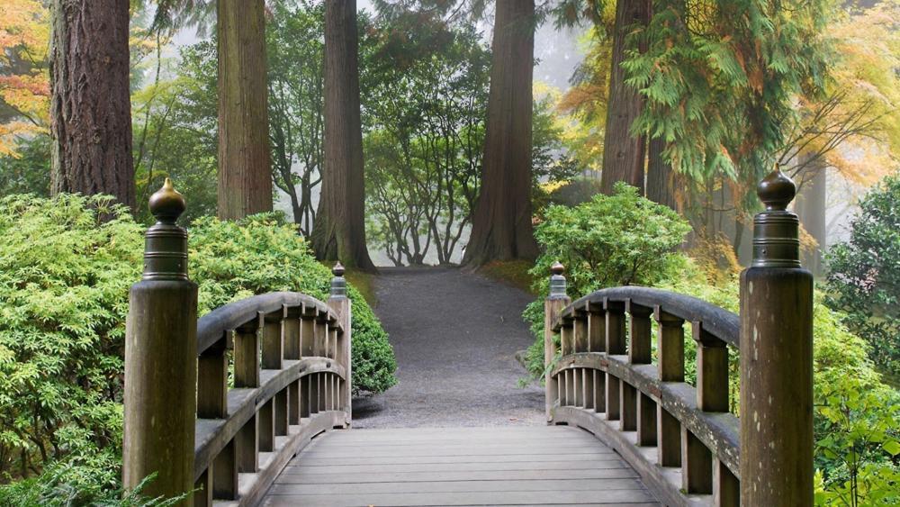 Footbridge in Portland Japanese Garden wallpaper