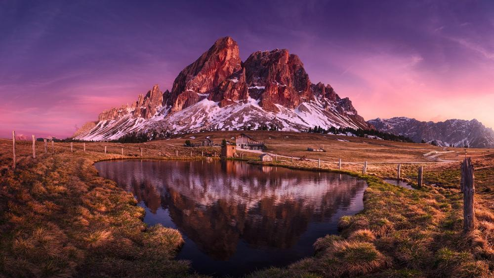 Wackerer lake reflected the Peitlerkofel (Dolomites) wallpaper