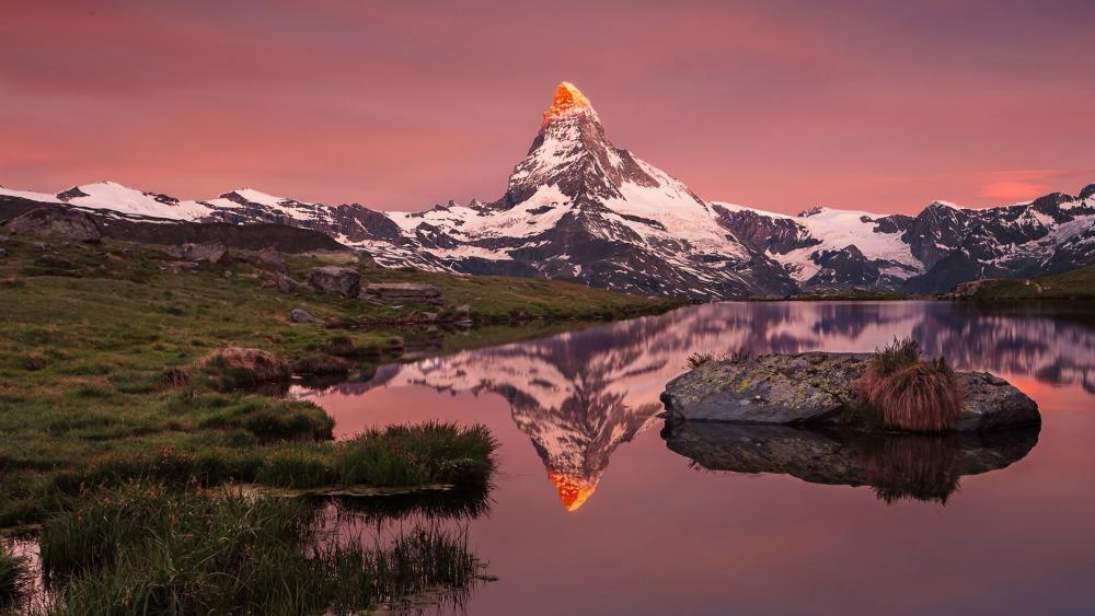 Matterhorn reflected in the Stellisee wallpaper