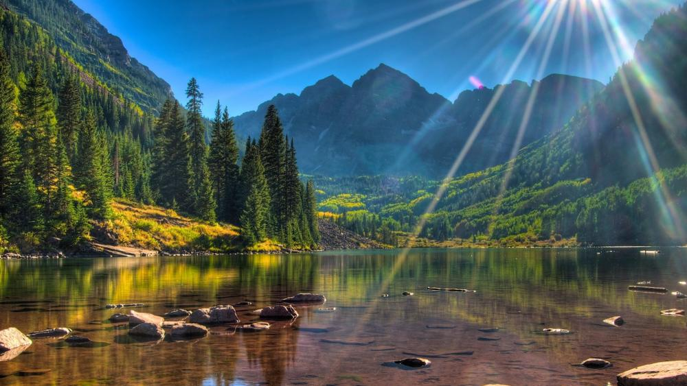 Maroon Bells in the sunshine wallpaper