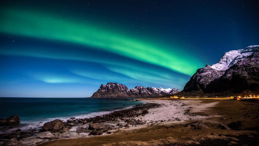 Polar lights over Lofoten Islands wallpaper