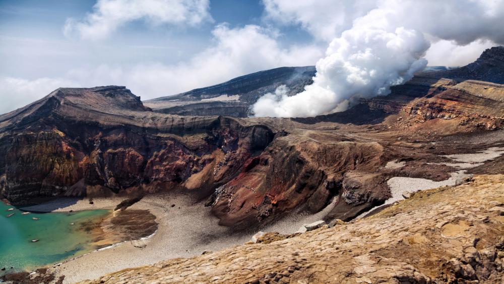 Ksudach volcano (Kamchatka Peninsula) wallpaper