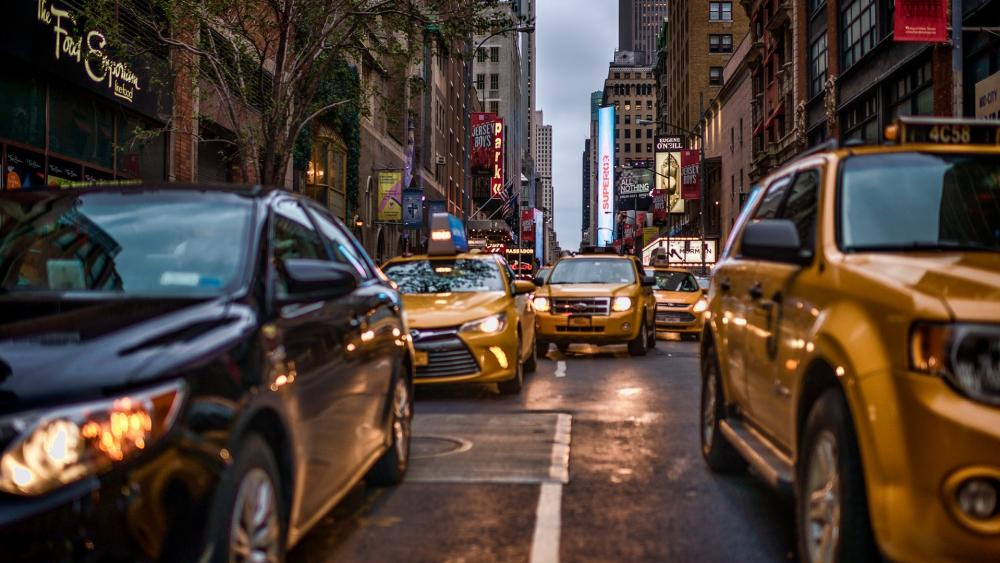 Cabs on the crowded street wallpaper