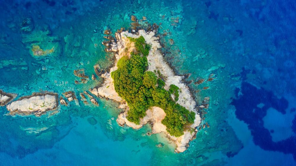Small islet on the sea wallpaper