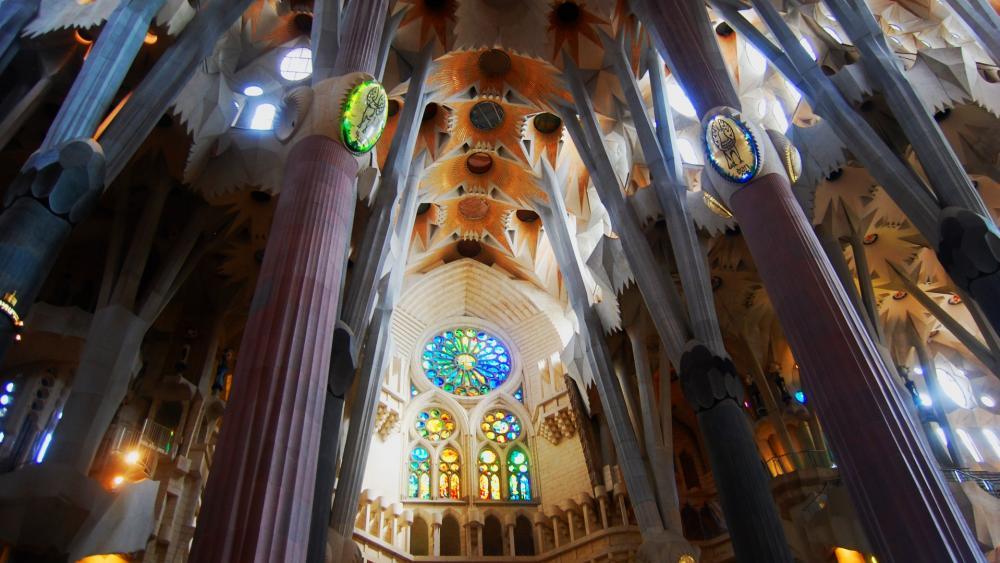 Interior Sagrada Familia wallpaper